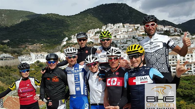 BIKE DIVISION EXPERIENCE ANDALUSIA  con Bike Division